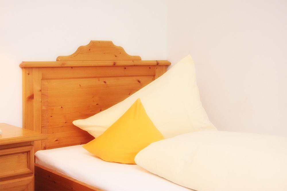 doppelzimmer im hotel trasen in waldkraiburg st erasmus. Black Bedroom Furniture Sets. Home Design Ideas